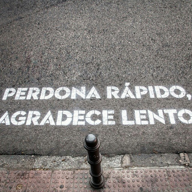 Dando un paseo nos hemos topado con este graffiti tan cool#paseo #madrid #ciudad #cool #graffiti #calles #mood #miercoles