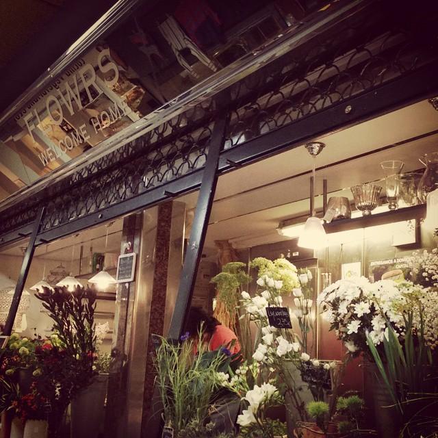 Buenos dias!!! Rincones especiales en el mercado de Anton Martin#flores #flowers #mercado #market #atocha #sol #antonmartin #olor #mañana #secretos #deco #mornings