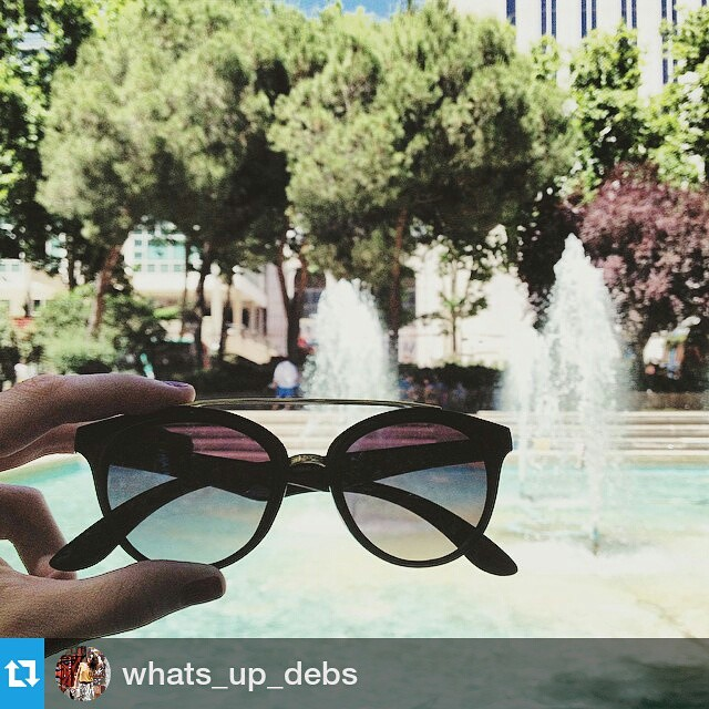 #Repost @whats_up_debs・・・Eating delicious hamburgers from @carnedelafinca and crepes from @mapetitecreperie @madreatmarker 😎 #sunglasses #summer #madreat #instamoment #instadaily #instagood #whatsupdebs #madrid #newin #food #frenchblogger #foodtrucks #madridfoodtrucks
