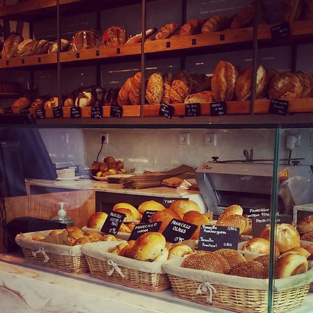 Breakfast time & then work @fundalandmadrid Fundacion Carmen Valcarcel from 11 to 8pm#bread #panaderia #madrid #bakery #obrador #viernes #friday #quality #foodporn #ñamñam #pan #cruston #place #desayuno #work #fundamarket #solidario #foodtruck #crepes #gastro #bloggeras #market