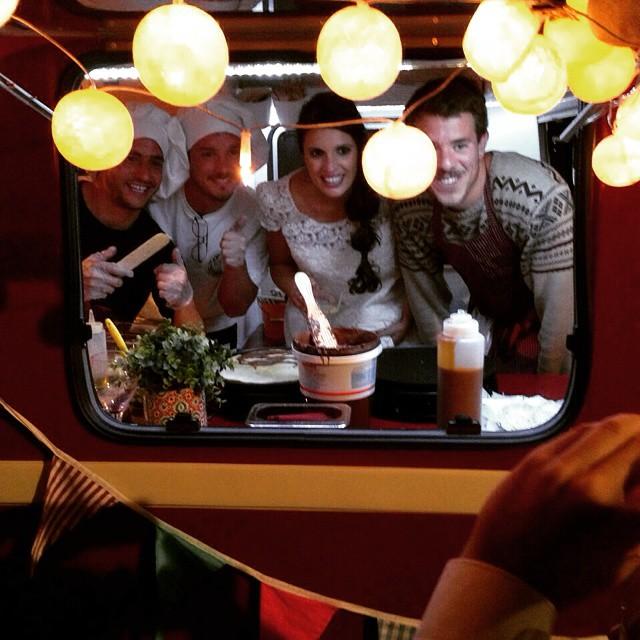 Novias especiales que se suben en mitad de la fiesta a la caravana!! Gracias por las fotos Sandra