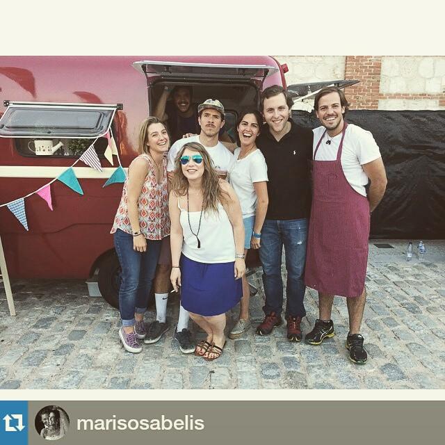 Que gozada empezar el verano con amigos!!!! #Repost @marisosabelis・・・Familia @mapetitecreperie #matadero #concierto #Madrid