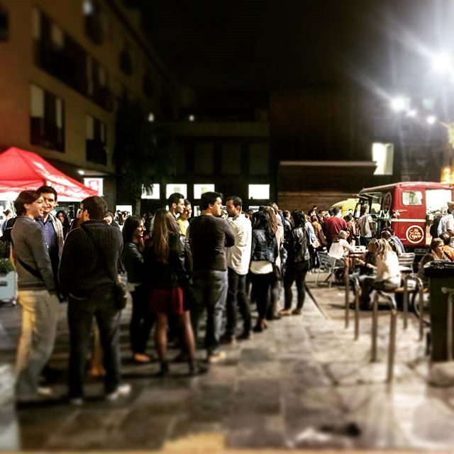 Ayer cerramos la noche asi….gracias Zaragozanos!!! You rock!!! #zaragoza #rocks #gracias #thankyou  #friends #saturday #night #igerszgz #igers #lasarmas #catatruck #zgzguia #mapetitecreperie #crepes #nutellalovers #nutella