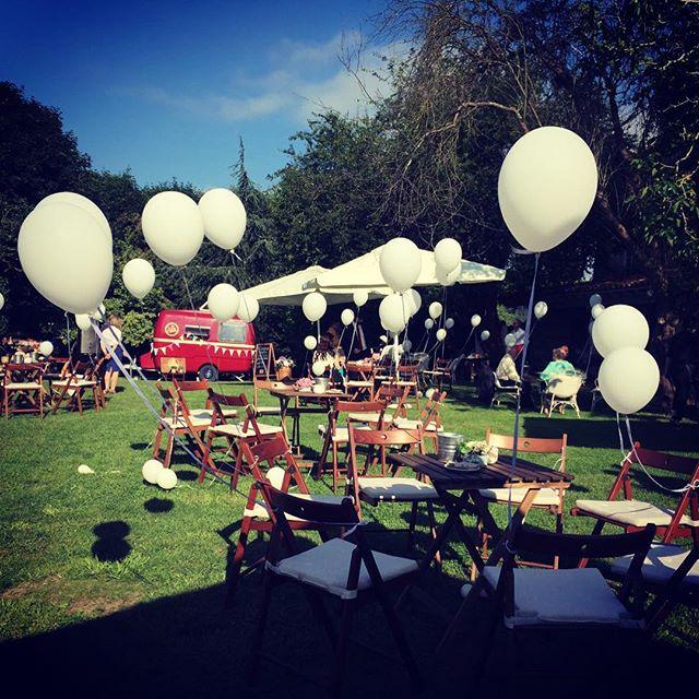 ¿Quieres darle un toque vintage y original a tu boda? Vamos a cualquier parte de España!!! Reserva a través de nuestra página web foodnomads.es o escríbenos a nuestro correo hello@foodnomads.es 🏻 #bodavintage #vintagewedding #crepesparty