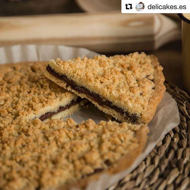 Somos protagonistas de buenas meriendas y este sitio nos encantó para matar antojos 🏻 @delicakes.es ..#Repost @delicakes.es (@get_repost)・・・Crostata de Nutella: Una forma dulce y deliciosa de compartir una merienda, postre o desayuno. La #crostata es un postre rústico italiano que enamora todos los paladares. Con quien compartirías un trozo? Cuéntanos en los comentarios!…#crostatadenutella #crostataDK #italiandessert #momentodelicakes #delicakes #instafood #foodiesmadrid #foodies #dessertlovers #cakelovers #sweetlovers #sweets #postre #meriendas #meriendasDK #coffeetime #tart #postresartesanos #tartashechasconcorazon #Madrid #foodblogger #foodphotography